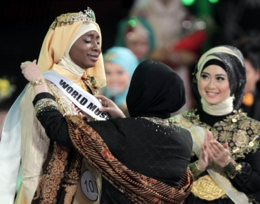 The Newly crowned winner of the Muslimah World 2013 Contest, Obabiyi Aisha of Nigeria.